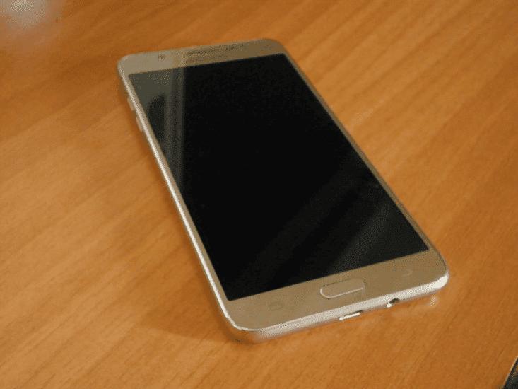 Παρουσίαση Samsung Galaxy J7 2016 01